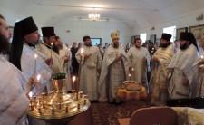 Архієпископ Іриней звершив заупокійну Божественну літургію
